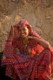 Retrato indiano bonito da jovem mulher foto de stock royalty free