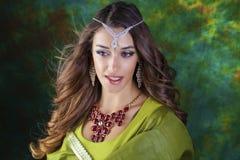 Retrato indio de la mujer de la moda hermosa con el accessorie oriental Imagen de archivo