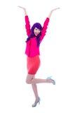 Retrato integral de la mujer feliz en rosa con la ISO púrpura del pelo Foto de archivo libre de regalías