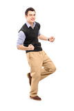 Retrato integral de un hombre alegre joven que gesticula felicidad Imagen de archivo