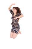 Retrato integral de un salto alegre de la muchacha Foto de archivo libre de regalías