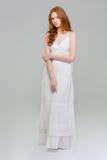 Retrato integral de una mujer hermosa en vestido Imagen de archivo