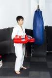 Retrato integral del adolescente en ashihara del entrenamiento del kimono Fotografía de archivo libre de regalías