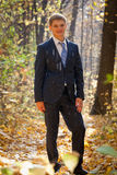 Retrato integral del `s del novio en lluvia Imagen de archivo libre de regalías