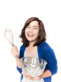 Retrato isolado da mulher nova bonita do sucesso com o batedor de ovos Imagem de Stock