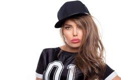 Retrato joven de la mujer del hip-hop aislado en BG blanca Imagenes de archivo
