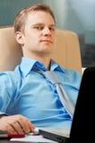 Retrato joven del `s del hombre de negocios fotos de archivo