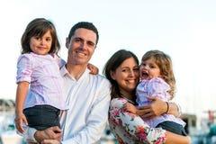 Retrato joven feliz de la familia al aire libre Imagen de archivo libre de regalías