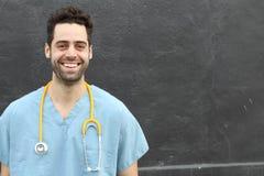 Retrato joven hispánico del doctor que sonríe con el espacio de la copia Fotografía de archivo