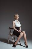 Retrato joven y hermoso de la muchacha Pin-para arriba de la mujer encendido Imagen de archivo libre de regalías