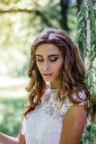 Retrato joven y hermoso de la novia en casarse la sesión imagen de archivo