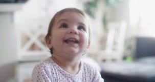 retrato 4K de un bebé feliz en 10 meses metrajes