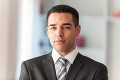 Retrato latino-americano do homem de negócio foto de stock royalty free