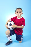 Retrato latino-americano novo do jogador de futebol fotografia de stock royalty free