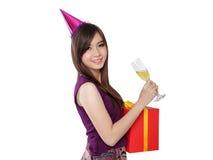 Retrato lindo de la muchacha del cumpleaños, en blanco Imagen de archivo libre de regalías