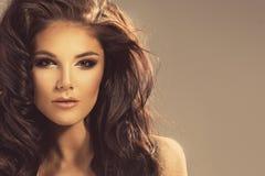 Retrato lindo del brunette Foto de archivo libre de regalías