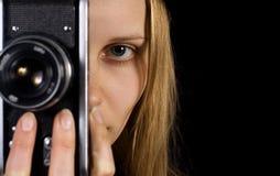 Retrato lindo del fotógrafo. Cámara de la vendimia Fotografía de archivo