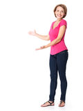 Retrato lleno de la mujer feliz adulta con gesto de la presentación Fotografía de archivo