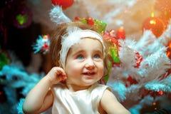Retrato mágico de la Navidad de una niña Fotografía de archivo libre de regalías