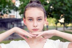 Retrato magnético de la muchacha hermosa Imagenes de archivo