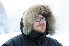 Retrato masculino do inverno imagens de stock