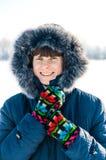 Retrato mayor sonriente del invierno de la mujer Fotos de archivo