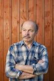 Retrato meio pensativo do homem envelhecido fora Fotografia de Stock