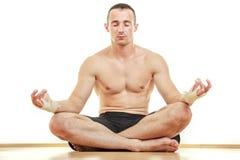 Retrato mestre da meditação do desportista da arte marcial Fotografia de Stock Royalty Free