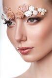 Retrato modelo de la belleza con las cejas creativas Fotografía de archivo