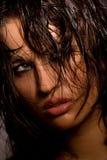 Retrato modelo joven perfecto en oscuridad Fotos de archivo libres de regalías