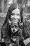 Retrato monocromático con el perro de perrito Imagen de archivo libre de regalías