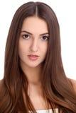 Retrato moreno hermoso joven de la cara de la mujer con la piel sana Imágenes de archivo libres de regalías