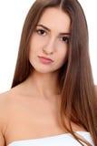 Retrato moreno hermoso joven de la cara de la mujer con la piel sana Fotos de archivo libres de regalías