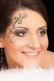 Retrato moreno precioso de la mujer con maquillaje imagen de archivo