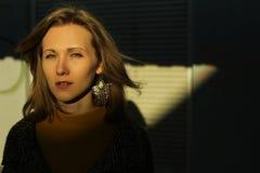 Retrato morno da mulher bonita foto de stock royalty free