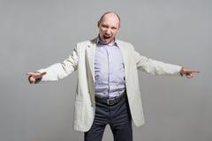 Retrato muito irritado do grito do homem de negócios Fotografia de Stock