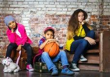 retrato Multi-étnico del grupo de los niños Imagenes de archivo