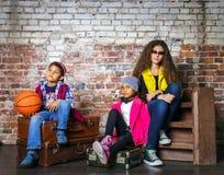 retrato Multi-étnico del grupo de los niños Imágenes de archivo libres de regalías
