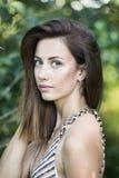 Retrato natural da jovem mulher fora Foto de Stock Royalty Free
