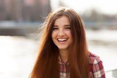 Retrato natural de la cara de una mujer joven hermosa Foto de archivo