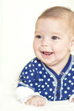 Retrato natural de la muchacha recién nacida caucásica positiva Foto de archivo libre de regalías