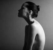 Retrato negro y blanco de la muchacha elegante desnuda Fotos de archivo libres de regalías