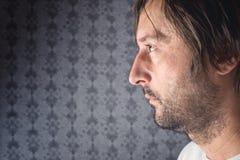 Retrato não barbeado do perfil do homem Fotos de Stock Royalty Free