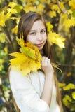 Retrato no parque do outono Imagens de Stock Royalty Free