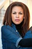 Retrato novo bonito da mulher do mulato ao ar livre, Fotografia de Stock Royalty Free