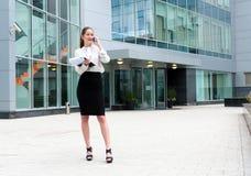 Retrato novo da mulher de negócio Fotografia de Stock