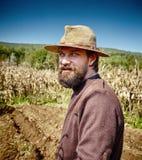 Retrato novo do close up do fazendeiro exterior fotografia de stock