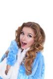 Retrato novo do divertimento emocional da menina no revestimento azul Isolado no fundo branco Fotografia de Stock