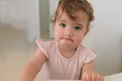 Retrato ofendido do close-up da criança Imagens de Stock
