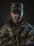 Retrato orgulloso del muchacho del soldado en la oscuridad fotos de archivo libres de regalías